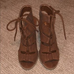 Quips lace up heels!